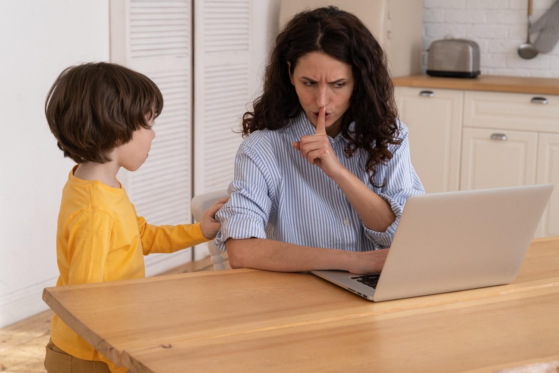 Freelancer e família: como fazer com que a sua entenda que você está trabalhando?